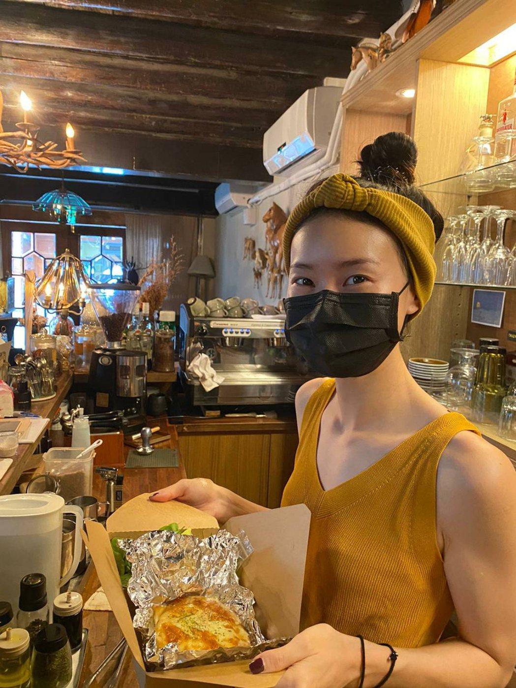 鍾瑶防疫期間只吃兩餐。圖/LiTV、星滿林提供