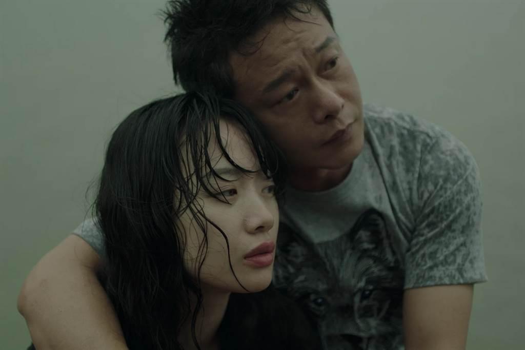金馬影帝李康生(右)、李夢共同主演短片「雪雲」。圖/Yilisoo Films提...