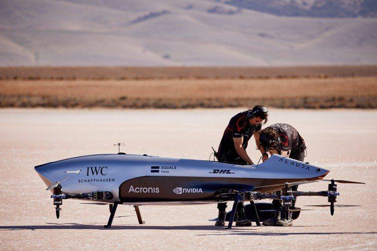 萬國表(IWC)近日選擇與世界第一個電動飛行賽車系列Airspeeder攜手合作...