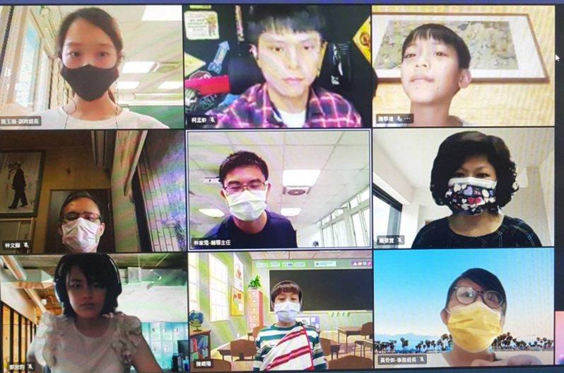 長興國小學生和老師都經由網路參加瓦旦的畢業典禮。圖/長興國小提供