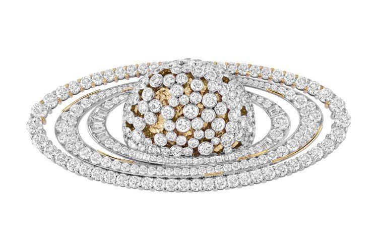 Saturne胸針,白K金與黃K金鑲嵌鑽石。圖/梵克雅寶提供