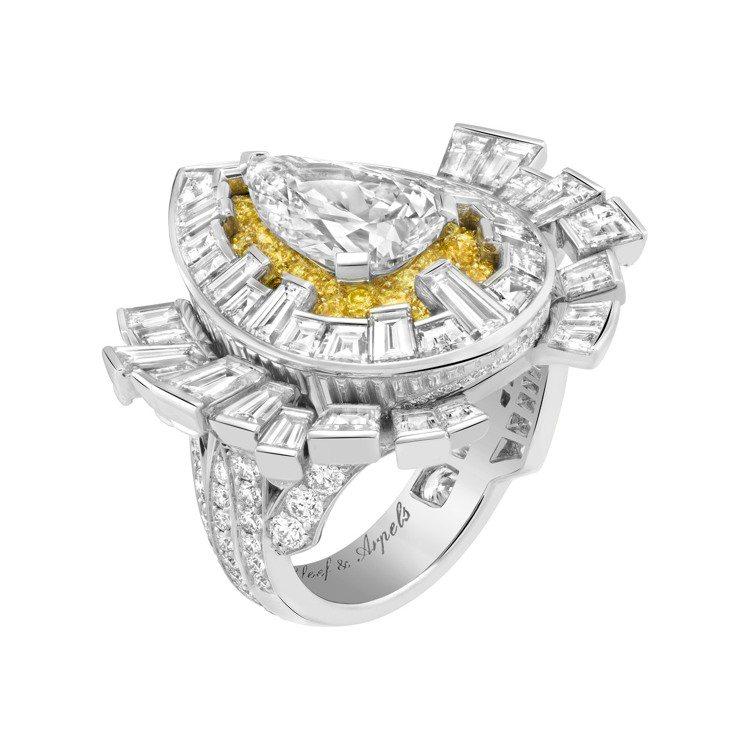 Halley項鍊可互換式圖騰的戒指。圖/梵克雅寶提供