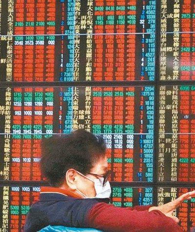 台股基金投資人危機入市,搶占台股校正回歸反彈行情。(本報系資料庫)