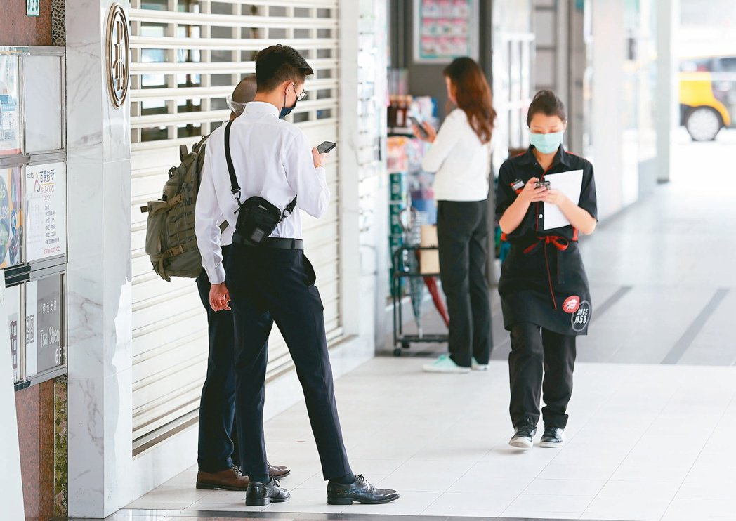 受到疫情衝擊,國內無薪假通報實施人數大增,勞動部公布全國有向政府通報實施無薪假企...