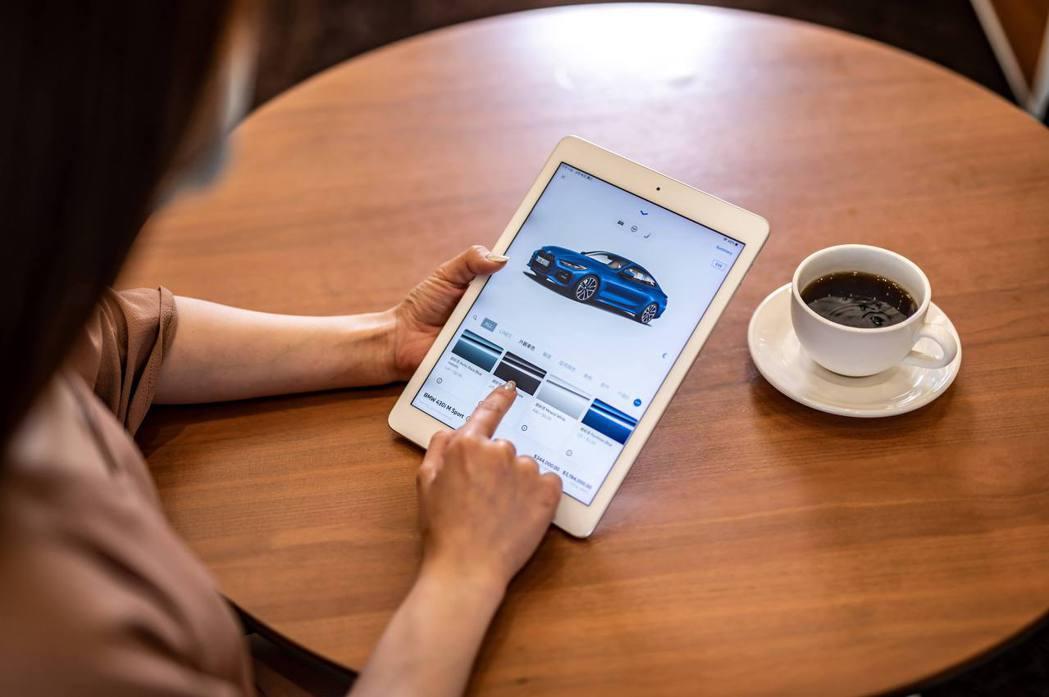 透過BMW總代理官方網站,車迷可線上訂製夢想車款。 圖/汎德提供
