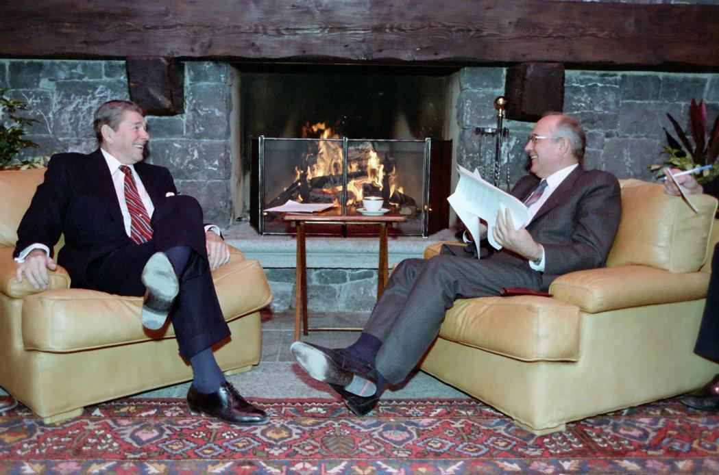 本次會前也引起了國際社會的高度關注,將之視為1985年日內瓦-美俄高峰會——雷根...