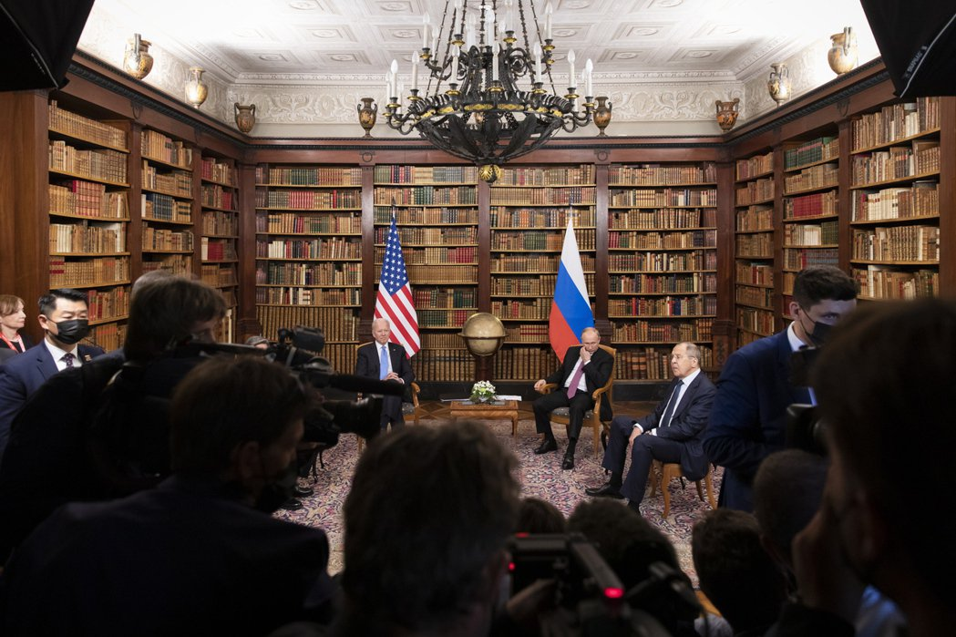 在兩位總統的當場承諾下,布林肯與拉夫羅夫也同意雙方將重新互派大使,結束自年初開始...