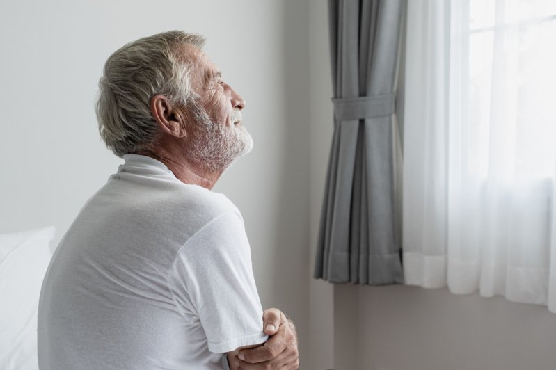 日本因為疫情的關係,出現許多「孤獨死」的老年人。獨居老人示意圖,非當事人及事物。圖片來源/ingimage