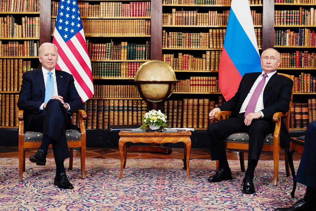 拜登與普丁第一次相互以「總統之尊」交手的美俄高峰會,是由瑞士擔任中立東道主、在6...