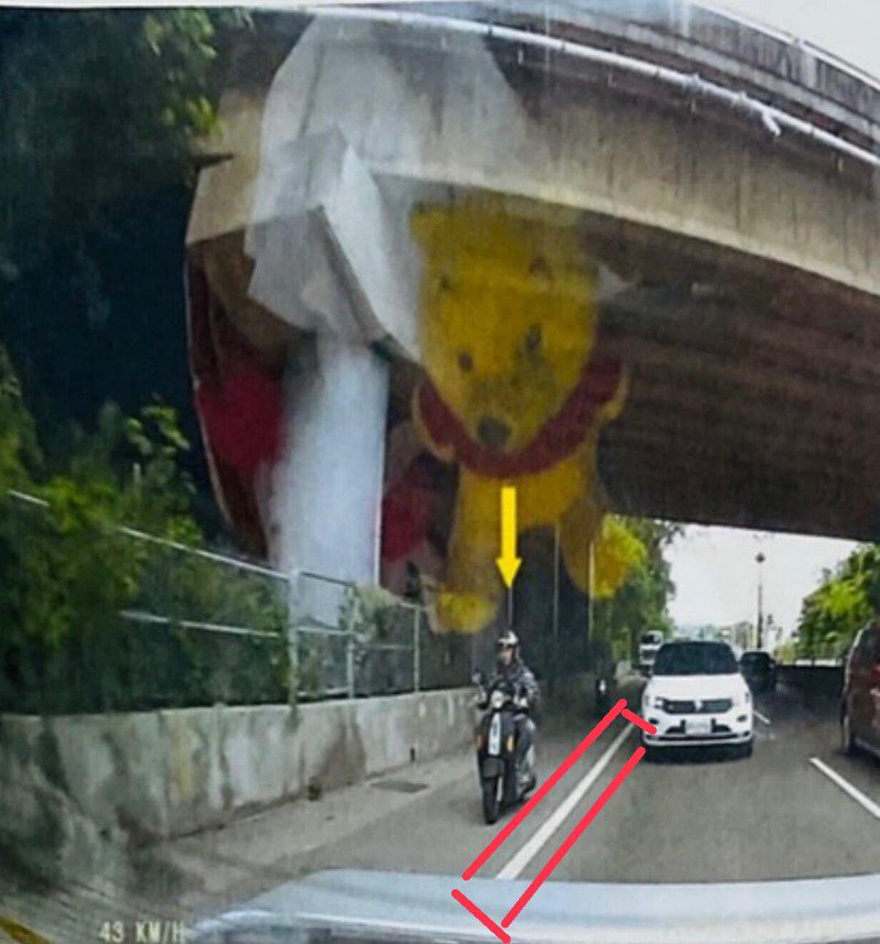 一名網友表示,騎機車7年直到收到一張600元的罰單,才發現原來馬路上的「路肩」道路是不能騎的,令他相當驚訝。圖/爆怨2公社