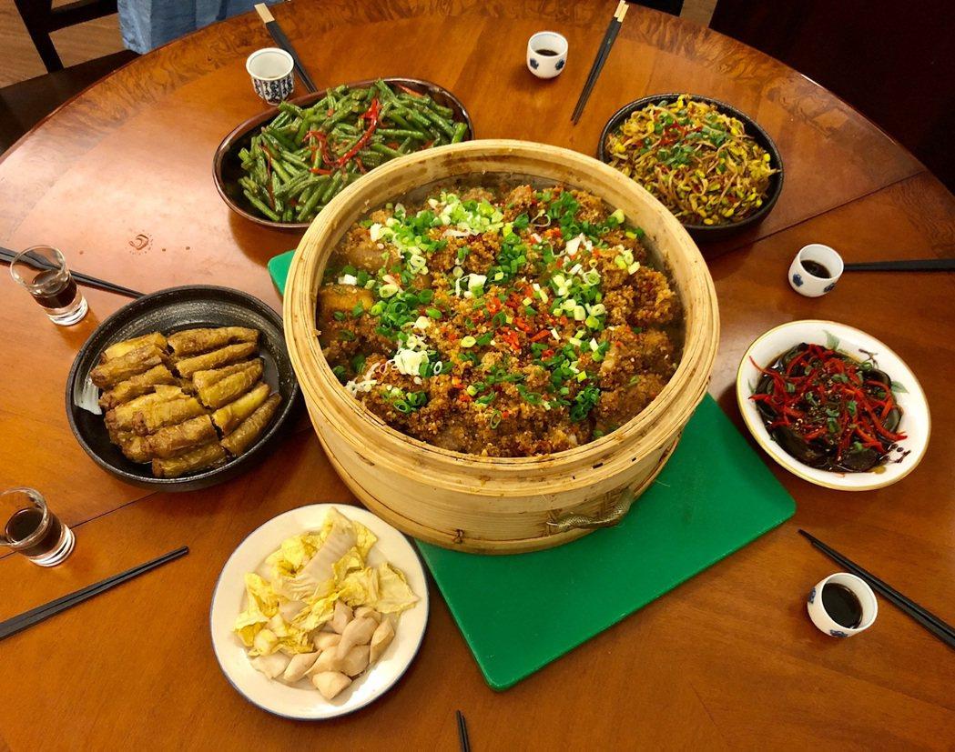 粉蒸豆腐是朱全斌從小到大家中都會見到的宴客菜。圖/朱全斌 提供