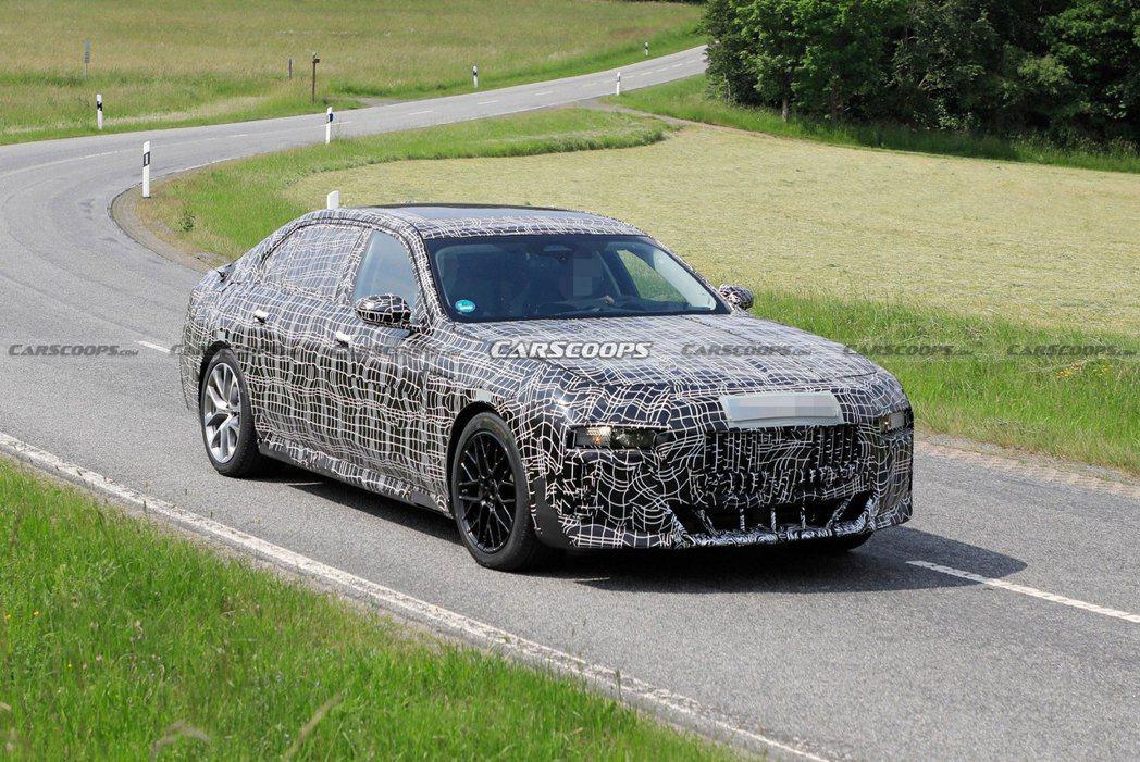 大改款BMW 7 Series偽裝測試車。 摘自Carscoops