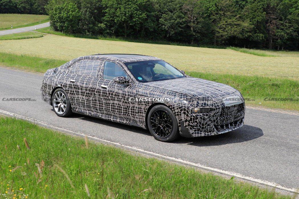 大改款BMW 7 Series偽裝測試車的外觀已經與現行7 Series有顯著的...