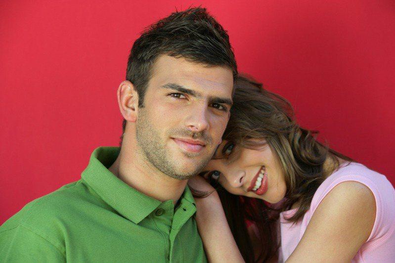 「女士優先」是一種紳士精神。透過星座分析,就知道哪些男性是特別寵愛女友的暖男。圖片來源/ingimage