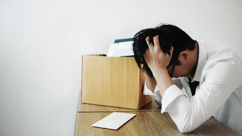 一名台大男網友PO文表示,找不到工作99%是自己的問題,不要把失敗推託給疫情,意外掀起網友論戰。圖/ingimage