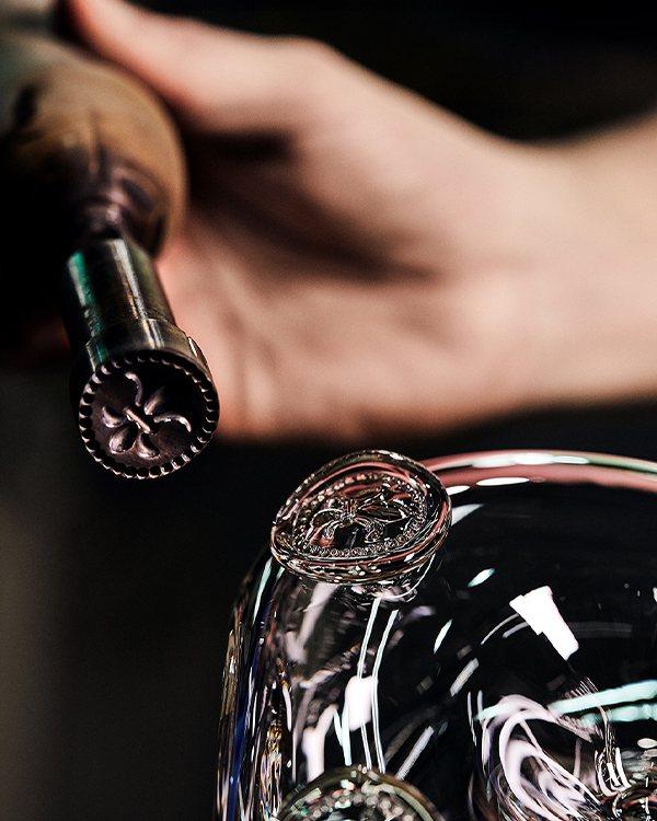 路易十三手工水晶瓶。業者/提供