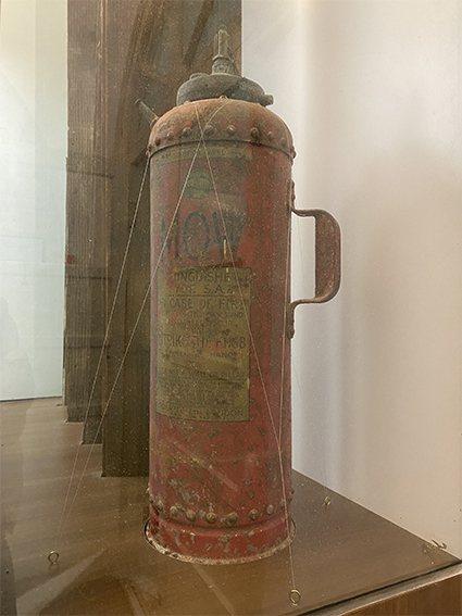淡古藏有1個1949年製造的滅火器,展示在淡水紅毛城中。 淡水古蹟博物館/提供