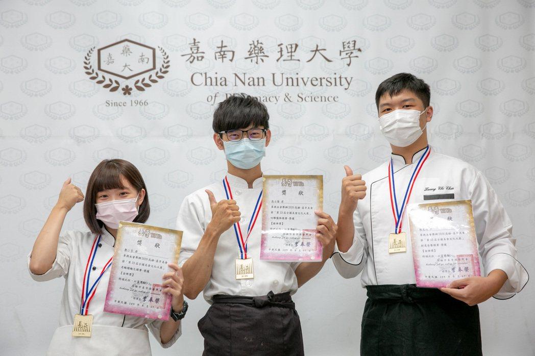 嘉藥學生獲得豐沛教育資源成為獲獎常勝軍。 嘉藥/提供