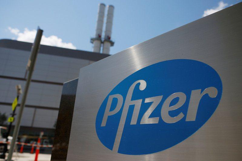 美國輝瑞大藥廠(Pfizer)越南的代表浦里西諾說,越南自購的3100萬劑Pfizer/BioNTech疫苗首批預計將於7月交付。他並強調只與政府簽署雙邊協議,警告非法私人供應商。 路透社