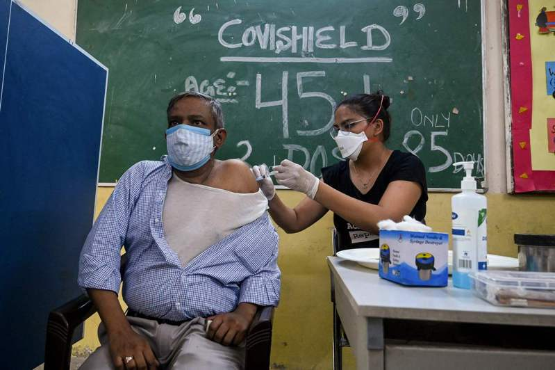 法新社彙整官方數據顯示,截至格林威治標準時間17日10時(台灣17日晚間6時),全球至少383萬5238人死於2019冠狀病毒疾病(COVID-19),至少1億7696萬6040例確診。 法新社