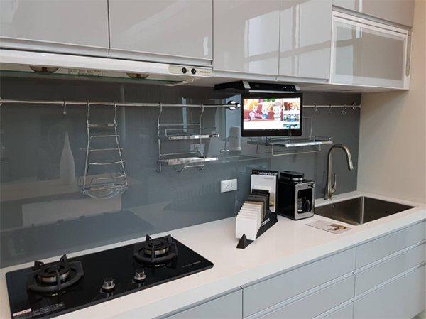 智慧廚房物聯網觸控電視 (AXIS艾克思提供)