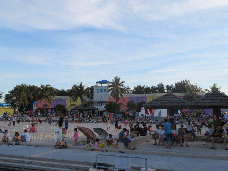每年暑假在東石鄉漁人碼頭舉辦的海之夏,今年因疫情首次停辦。圖/聯合報資料照片