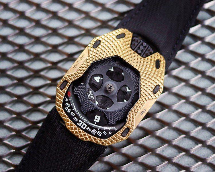 UR-105 TA RAGING GOLD RDJ腕表將在URWERK官方e-s...