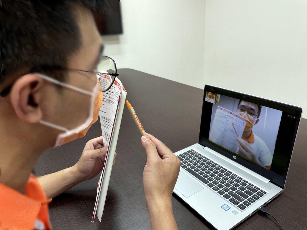 台灣房屋業務化身為直播主,透過視訊解說全程零接觸,完成物件委託銷售。圖/台灣房屋...