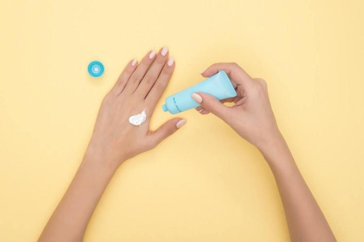 洗完手後,別忘了用護手霜,避免手部刺激。圖/摘自Pelexs
