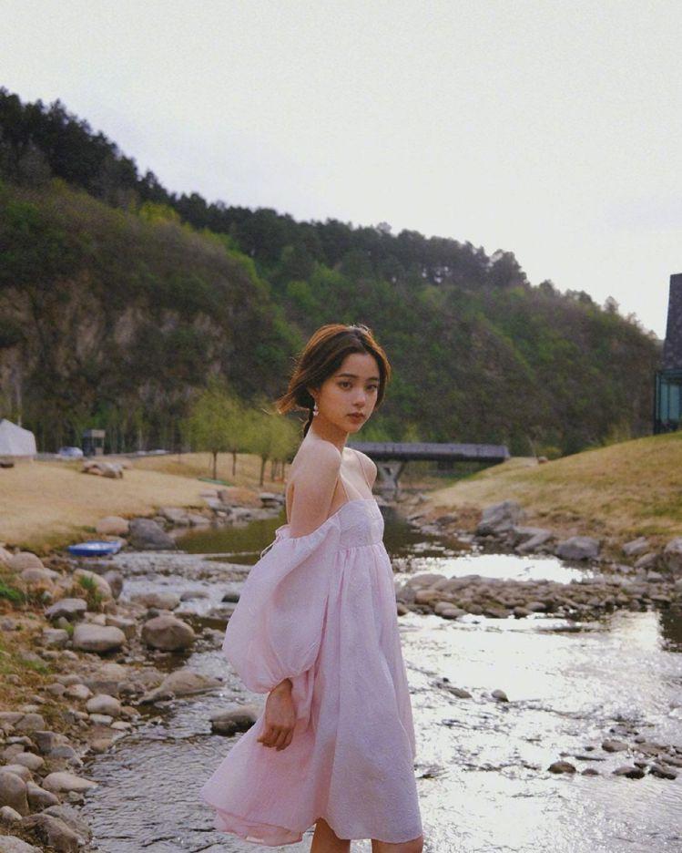 歐陽娜娜6月15日剛過完21歲生日。圖/摘自微博