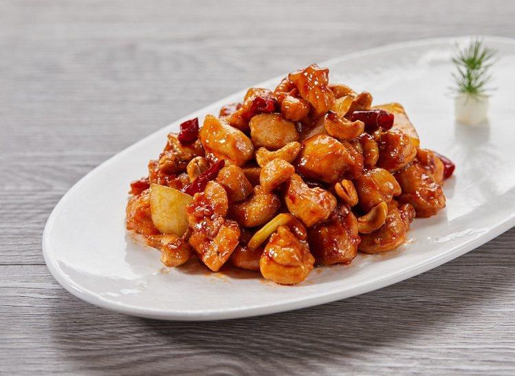週一菜單提供有宮保腰果雞丁、香蔥爆炒牛肉等2樣熱炒主菜。圖/樂天皇朝提供