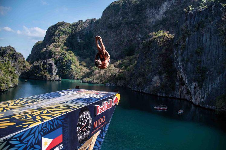 繼2020年後,美度(MIDO)贊助的紅牛跳水大賽已在夏日登場,並將巡迴全球六個...