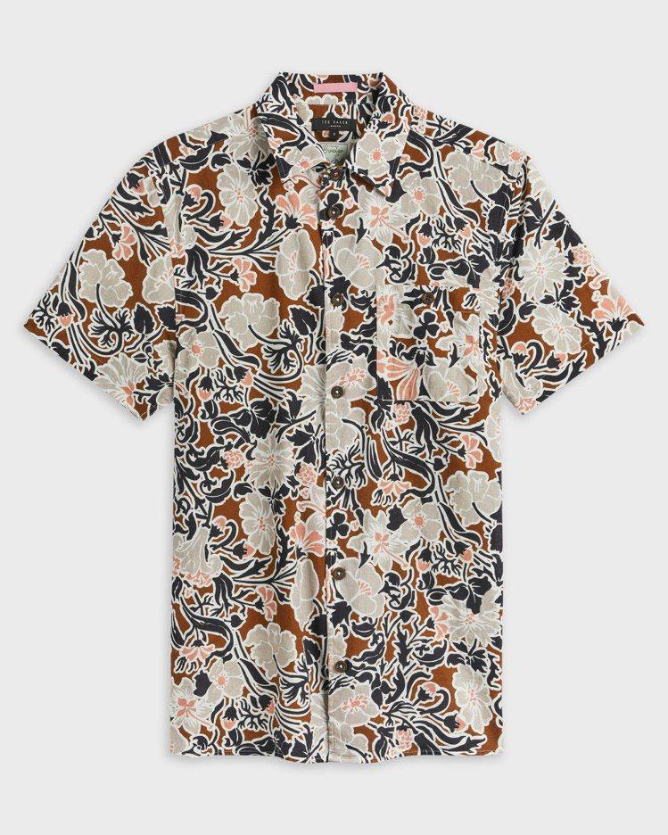 TED BAKER SITCOM大花印花襯衫4,980元。圖/永三提供