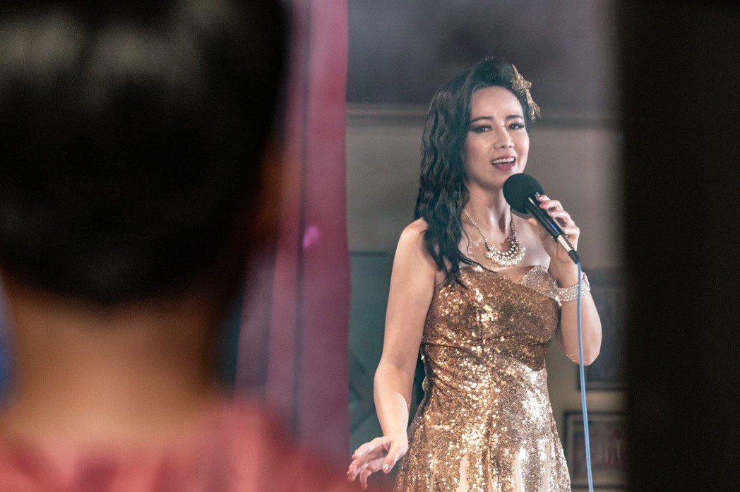 陳仙梅在「黃金歲月」中飾演媽媽歌星孟娜,對外見到兒子不能認。圖/民視提供