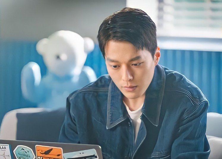 張基龍以「我的室友是九尾狐」等多部熱門韓劇,躍升為新一代韓劇男神。圖/摘自推特