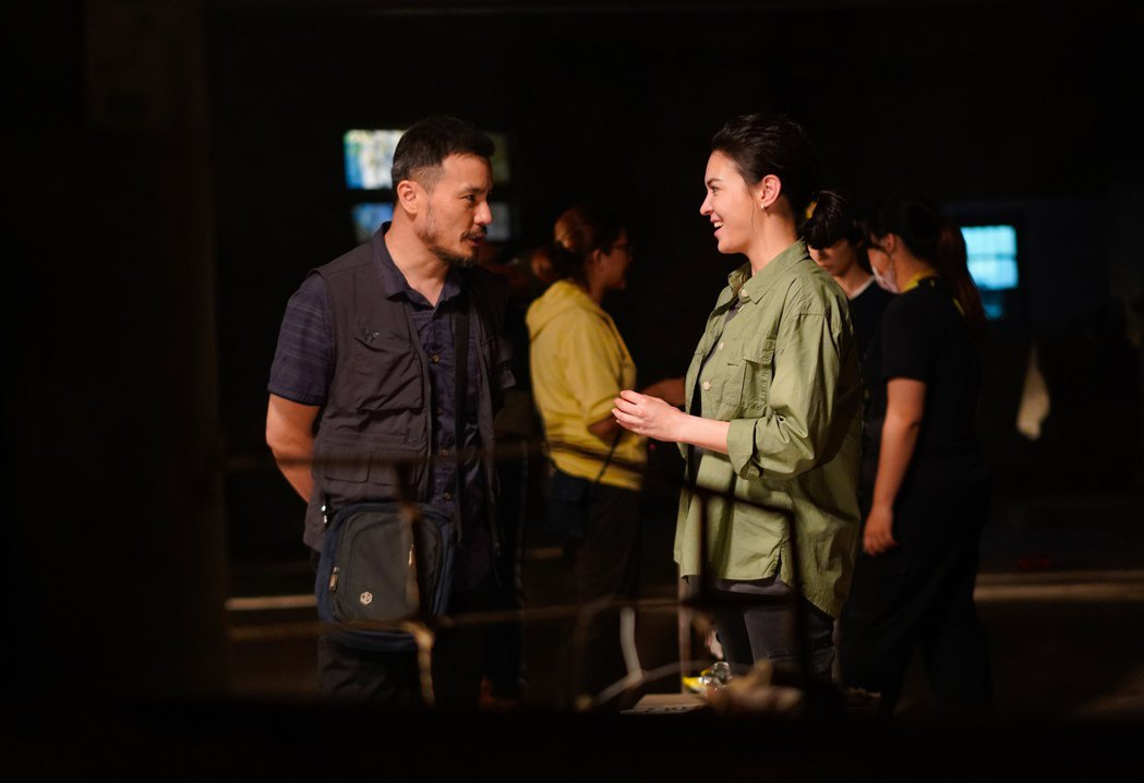 李銘忠(左)、張榕容演出「第三佈局 塵沙惑」。圖/CATCHPLAY提供