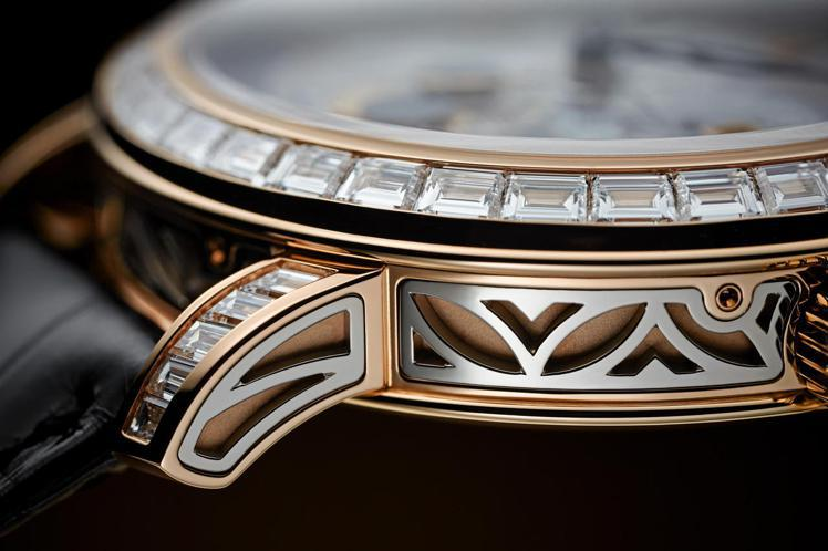 編號5304/301R-001自動上鍊三問逆跳萬年曆腕表,玫瑰金鑲長方形鑽石,售...