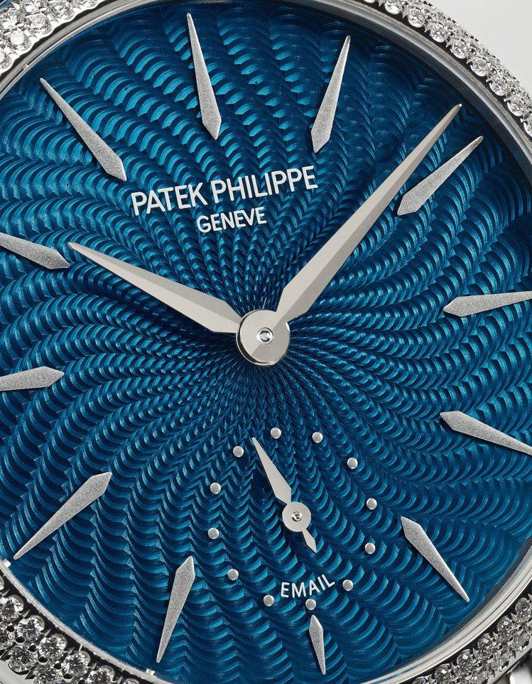 編號7040/250G-001女裝三問腕表,配藍色大明火透明琺瑯表面、表圈Fla...