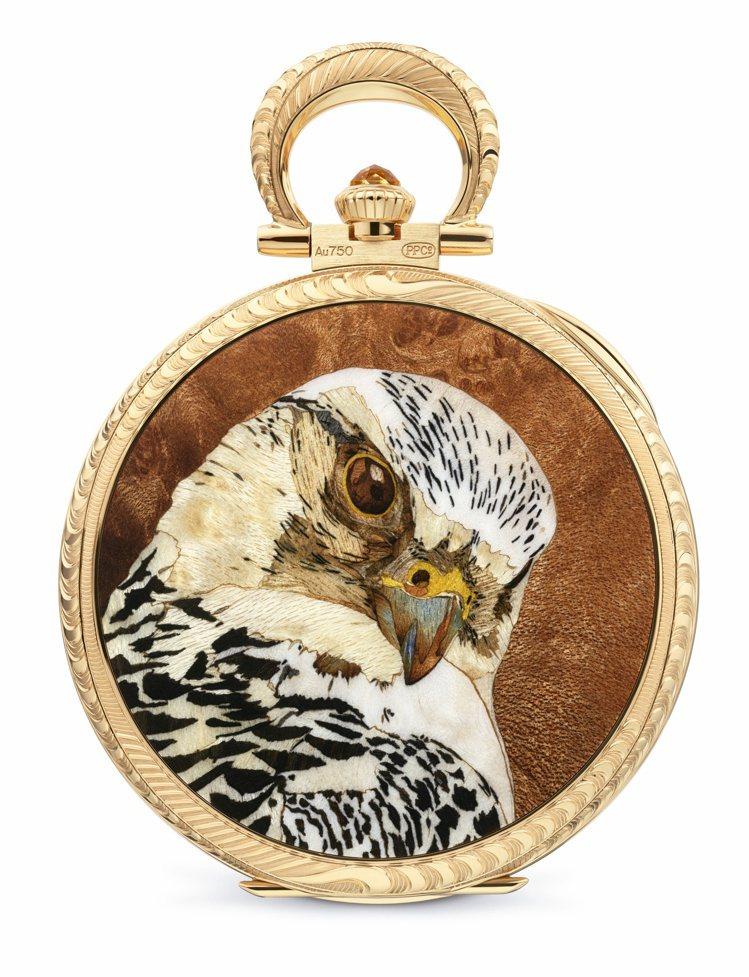 2021珍稀工藝展展品之一為編號995/126J「隼鳥」懷表,細木鑲嵌和人手精雕...