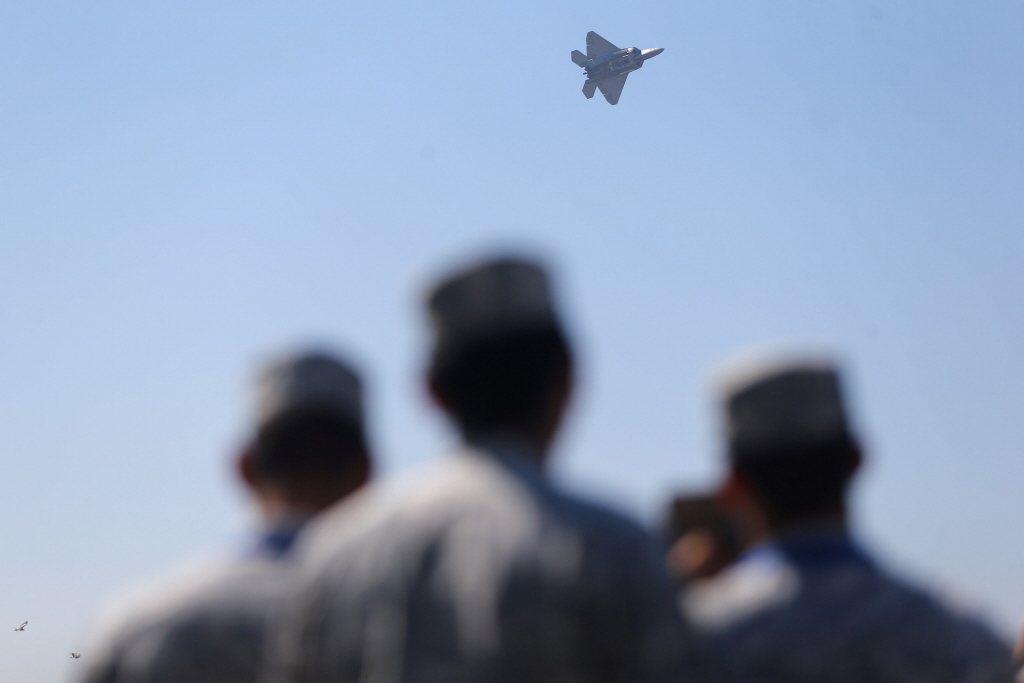 從美國空軍過去的一些發展計畫,大致可以預測第六代戰機的設計重點,將放在改善F-22的缺點。攝於2018年。 圖/路透社