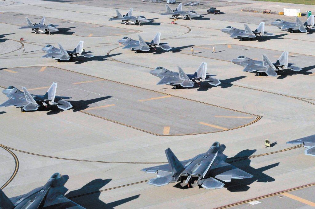 美國空軍日前突然透露,正在研發第六代戰機,以取代F-22猛禽戰機。圖為F-22猛禽戰機。 圖/路透社