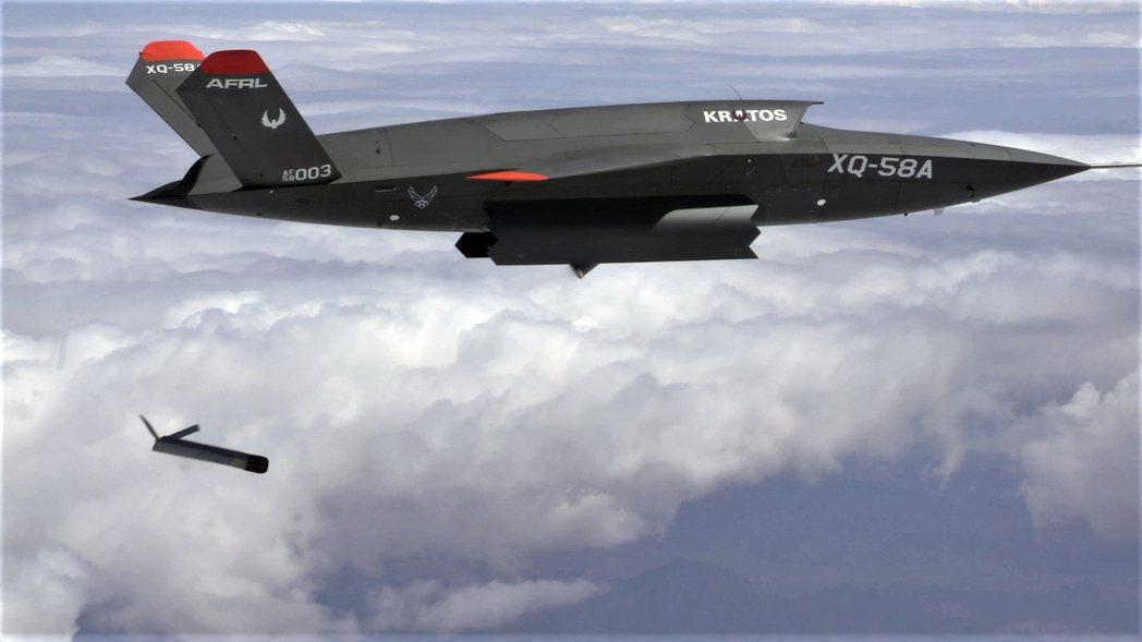近來正在試飛的XQ-58A女武神無人機,採用的是美軍目前正在進行的無人機發展計畫之一「低成本可消耗性飛行器技術」(LCAAT)。 圖/維基共享