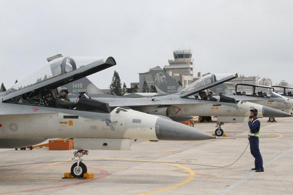 台灣接下來也將開始發展自己的下一代戰機以接替IDF,雖然國軍沒有充沛的資源與技術,難以追上美軍的腳步,但重點在於觀念上的改變。 圖/聯合報系資料照