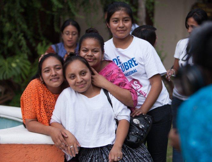 圖中 3 位瓜地馬拉女孩 Álida、Rosy 和 Mayra 與國際培幼會一起...