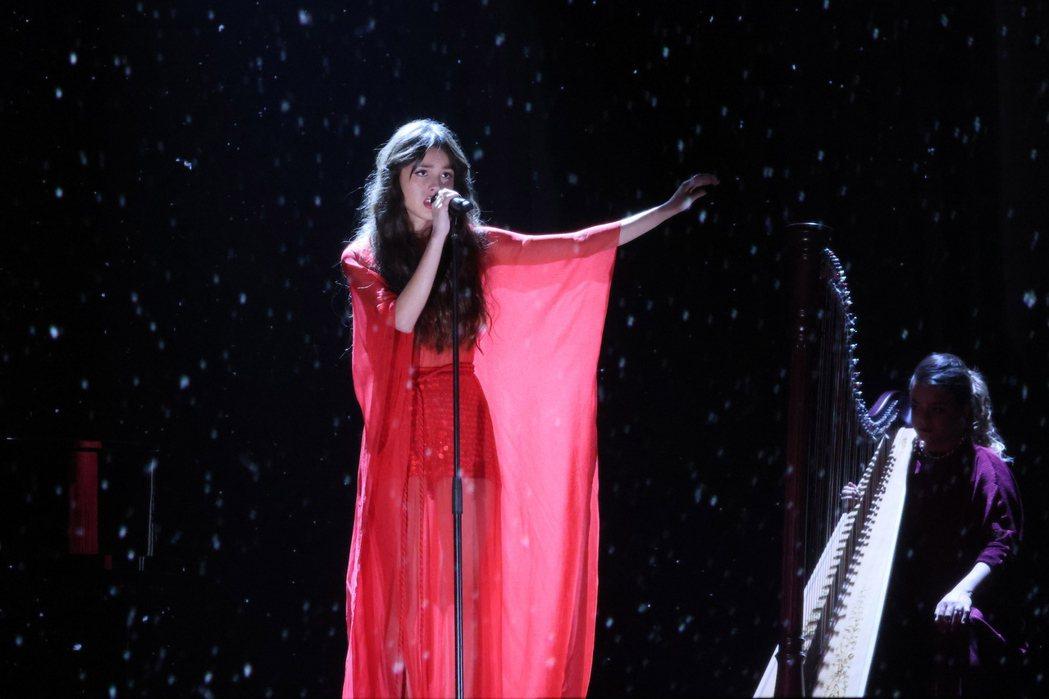 奧莉維亞今年5月在全英音樂獎演出。 圖/歐新社