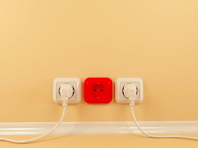 有網友抱怨,自己家人總習慣將家電用品的插頭拔掉,讓她相當困擾。 示意圖/ingimage