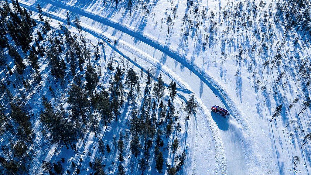 還有芬蘭「列維」(Levi),位於北極圈以北、覆滿冰雪的冰湖。 圖/Porsch...