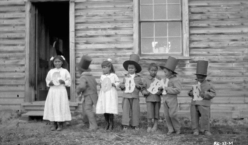在加拿大原住民被分為三類,「第一民族」(First Nations)、「因紐特人...
