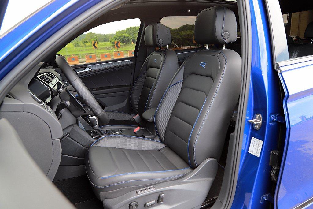 Nappa Carbon碳纖維紋運動型真皮座椅,亦為福斯Tiguan R專屬配備...