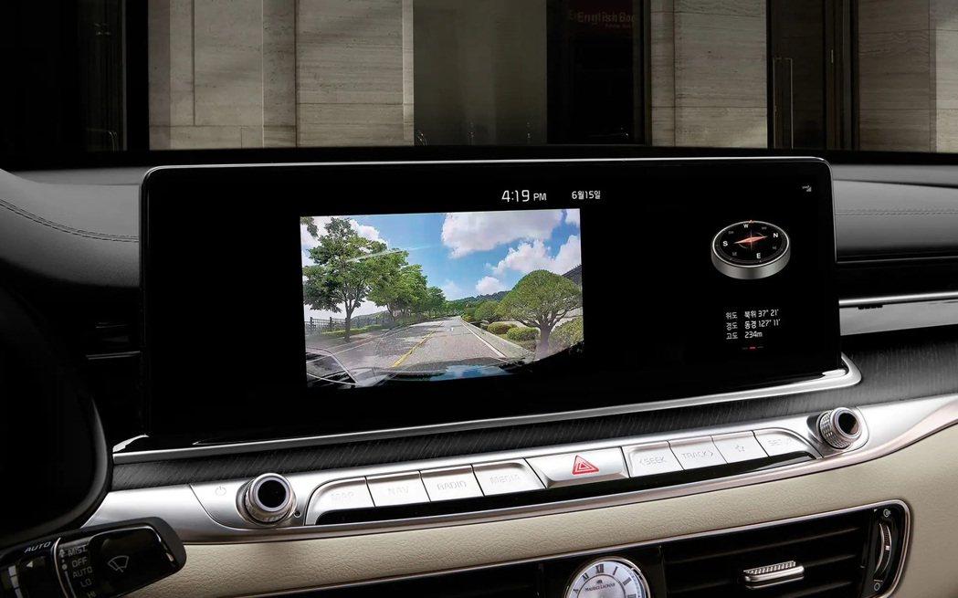 小改款Kia K9內建Built-in-Cam行車記錄器。 摘自Kia